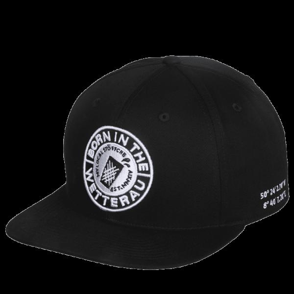 schwarze Snapback mit weißem großem BITW Logo auf der Vorderseite