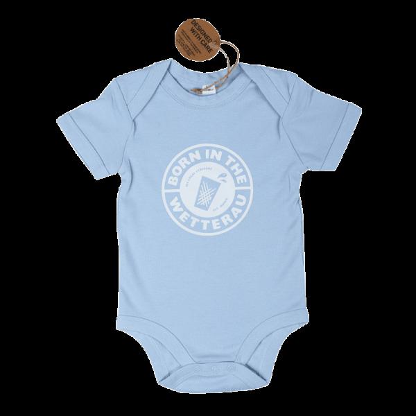 hellblauer Baby Body mit weißem großem Born in the Wetterau Schriftzug auf der Vorderseite