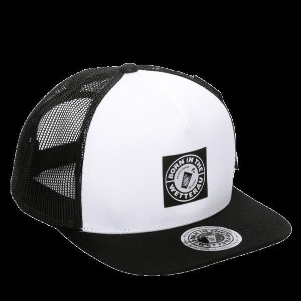 TruckerCap in schwarz mit weißer Front und schwarzem Schirm BITW Logo auf der Front und dem Schirm